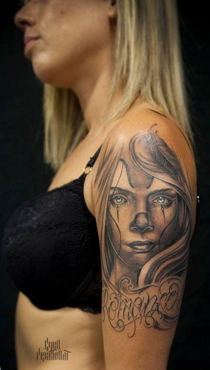 tatouage visage femme bras. Black Bedroom Furniture Sets. Home Design Ideas