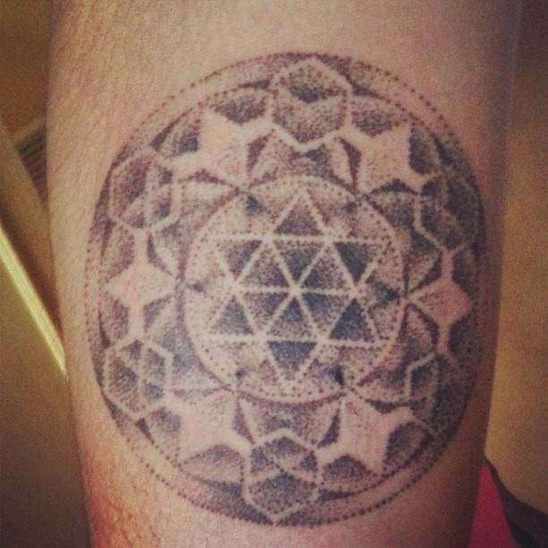 de fil en aiguille tatouage versailles tatouage