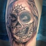 inKin-tatouage-santa-muerte-cuisse-HORIZON TATOUAGE.jpg