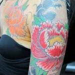 inKin-tatouage-fleur-couleur-bras-HORISEI BERNARD SOUFFLET.jpg