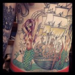 inKin-tatouage-sirenes-bateau-pirate-ventre-INSOLIT TATOO.jpg