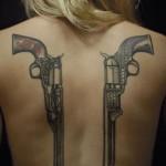 inkin - tatouage revolver pistolet sur dos - anomaly tatouage.jpg