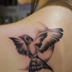 inkin - tatouage colombe sur l'épaule - Marc Escorihuela.jpg