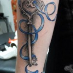 inkin - tatouage clef et ruban sur bras - body and soul tattoo.jpg