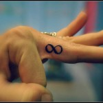 inkin-tatouage-symbole-infini-doigt-dermagraphic-carcasonne-generaliste.jpg