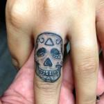 inkin - skull sur le doigt - muthafuckaz tattoo.jpg