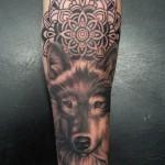 inKin-tatouage-loup-mandala-bras-GORBALEX TATTOO.jpg