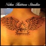inkin - tatouage oeil et ailes dans le dos - neko tattoo.jpg