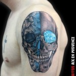 inkin - tatouage crane et diamant graphique sur épaule - bsa tattoo.jpg