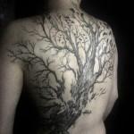 inkin - tatouage arbre dans le dos - la main à 6 doigts.jpg