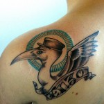 inkin - tatouage pélican sur épaule - contrabando tattoo club.jpg