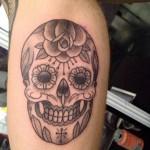 inKin-tatouage-sugar-skull-crane-mollet-GUICHO TATOUAGES.jpg