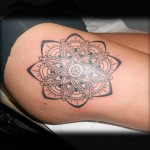 inkin - tatouage mandala sur la cuisse - montesquiou ink.jpg