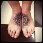 inkin - tatouage mandala sur les pieds - lucky electric tattoo.jpg