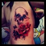 inkin - tatouage graphique crane et rose sur cotes - atom ink.jpg