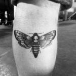 inkin - tatouage papillon de nuit sur cuisse - chez mémé.jpg