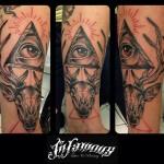 Infamous tattoo avant bras mystique oeil cerf.jpg