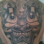 inkin - tatouage masque dans le dos - miami tattoo.jpg