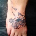 inkin - tatouage coquelicot graphique sur pied - anchor tattoo 66.jpg