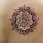 inkin-tatouage-fleur-dos-dermodesign-graphique.jpg
