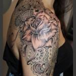 inkin - tatouage fleur et dentelle sur l'épaule et dos - lou tattoo.jpg