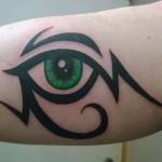 inkin - tatouage oeil sur le biceps - Manuel Tatouage.jpg