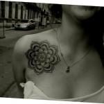 inkin - tatouage fleur géométrique sur épaule - art's skad tattoo.jpg