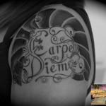 inkin-tatouage-calligraphie-epaule-dja-tatouage-lettring-lettrage.jpg