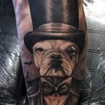 inkin - tatouage chien bouledogue avec haut de forme sur bras - casa de leoes.jpg
