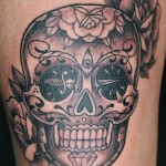 inKin-tatouage-sugar-skull-cuisse-FISHERMAN TATTOO CLUB.jpg