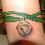 inkin - tatouage grelot sur poignet - art tattoo cherbourg.jpg