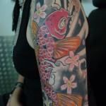inkin - tatouage carpe japonaise sur épaule - a color trip.jpg