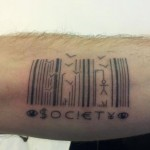 inkin - tatouage code barre sur bras - arkham tattoo.jpg