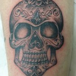 inKin-tatouage-sugar-skull-crane-jambe-GODY ART TATTOO.jpg