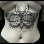 inkin - tatouage papillon scarabée sur le ventre  - metamorphose tattoo.jpg