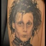 inkin - tatouage edouard aux mains d'argent sur la cuisse - misti ka tattoo.jpg