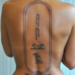 inkin - tatouage hieroglyphes egyptiens sur dos - alain tattoo.JPG