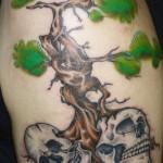 inkin - tatouage arbre et cranes sur cotes - art corps chatellerault.jpg