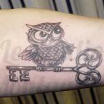inkin - tatouage hibou et clé sur l'avant bras - Le Studio.jpg