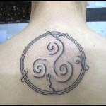 inKin-tatouage-triskel-celtique-dos-INK SIDE.jpg