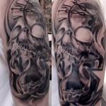 inkin-tatouage-crane-bras-EXOSKULL TATTOO-generaliste.jpg