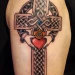 inKin-tatouage-croix-celtique-irlandaise-coeur-bras-GONZO GRAFIC.jpg