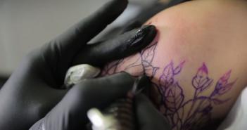 Une vidéo de tatouage en super slow motion - inKin