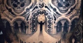 inkin - tatouage tête de mort en illusion d'optique sur dos