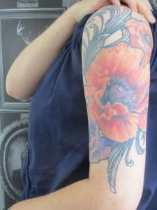 inkin - tatouage de coquelicots realistes - anne - klaim street tattoo 4