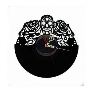 idée cadeau - horloge tête de mort et roses motif de tatouage