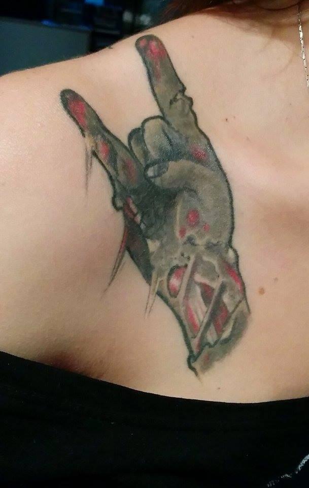 inkin - tatouage main metal zombie - par steve hugot