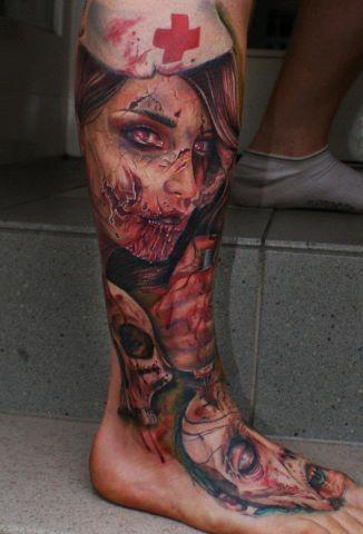 inkin - tatouage zombie infirmière sur tibia