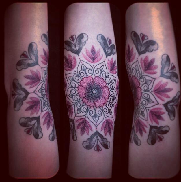 inkin - tatouage mandale de maelle par dodie