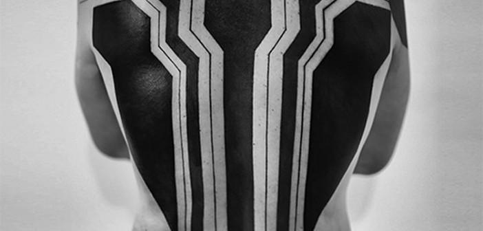 Roxx, spécialiste des tatouages en blackwork